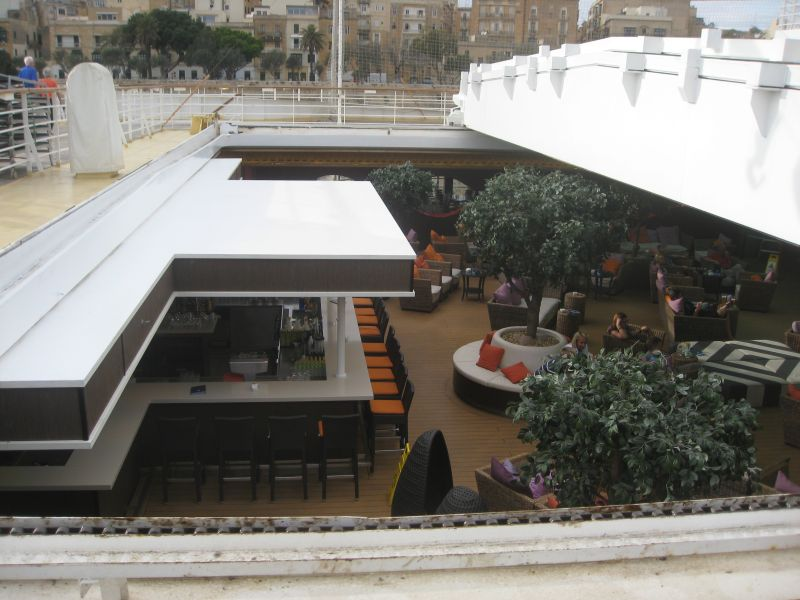 Außenalsterbar mit geöffnetem Dach