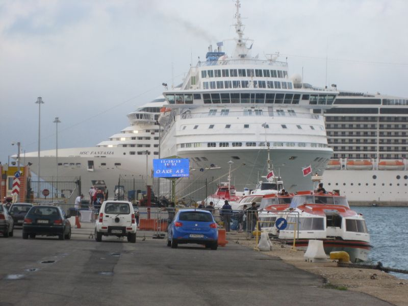 Mein Schiff-Tenderboote im Hafen